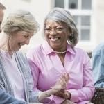 Los muchos beneficios de envejecer en una comunidad